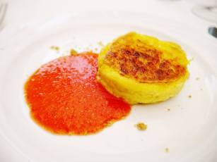 Savoury cheese cake with tomato sauce