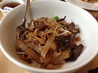 "Kunming ""crossing the bridge"" noodles"